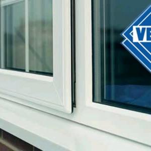 Пример рекламы на окнах дома