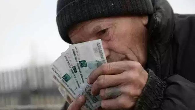нужно ли увольняться работающим пенсионерам в 2019 году