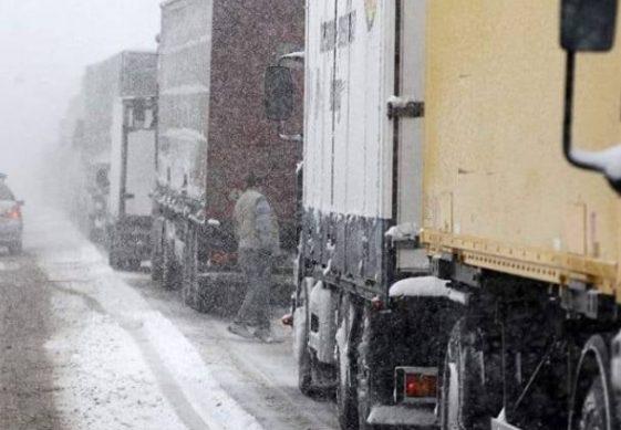 ежегодный запрет грузовикам ездить по дорогам в городе