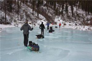 по льду на лыжах
