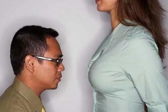 почему мужчины смотрят на грудь и бедра девушек