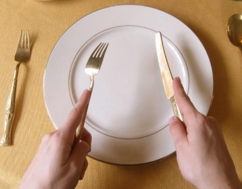 как правильно держать ножи и вилку