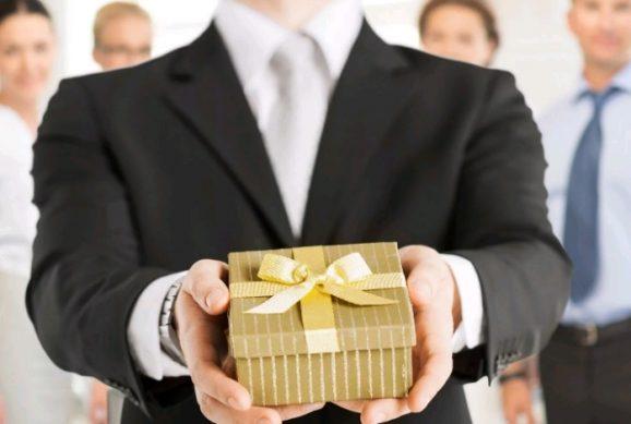 подарки коллегам по работе 2020