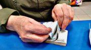 Выплата пенсий в апреле 2020 года: как будут доставлять пенсию, кому принесут на дом