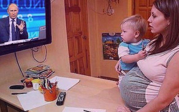 Закон о пособии на ребенка с 3 до 7 лет с 2020 года подписал Путин: последние новости
