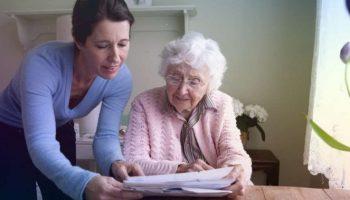 Кто получит пособие по уходу за пенсионерами старше 80 лет — и как это сделать?