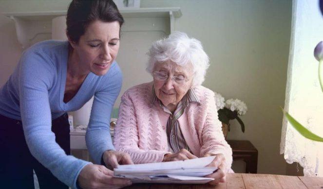 Кто получит пособие по уходу за пенсионерами старше 80 лет и как это сделать?